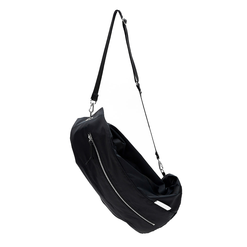 [21SS][4/19 예약배송]DUFFLE SLING BAG - BLACK
